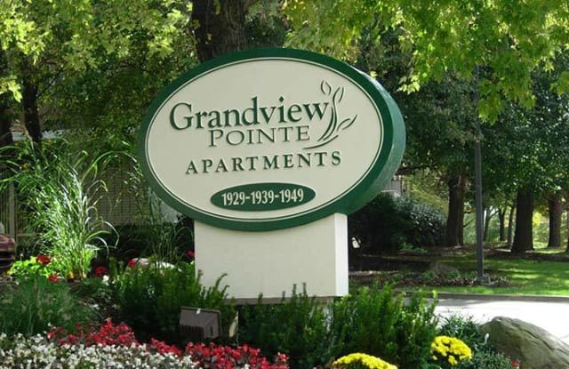 Grandview Pointe - 1939 Green Rd, Cleveland, OH 44121