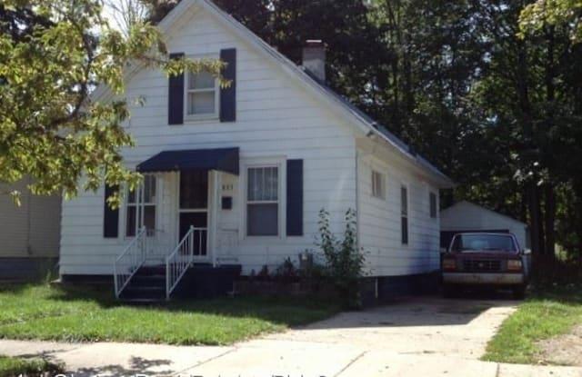 823 Westmoreland Ave - 823 Westmoreland Avenue, Lansing, MI 48915
