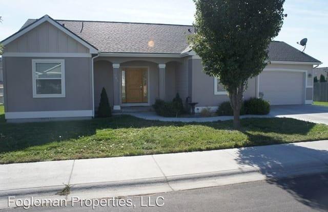 715 Josephine - 715 SW Josephine St, Mountain Home, ID 83647