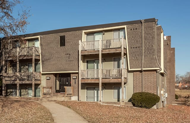 Brittany Place - 8620 E Utopia Dr, Raytown, MO 64138