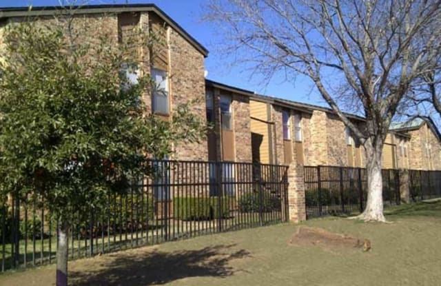 Ladera Palms - 4500 Campus Dr, Fort Worth, TX 76119
