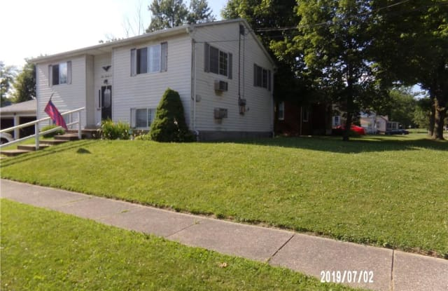 302 Westminster Ave West - 302 Westminster Avenue, Austintown, OH 44515