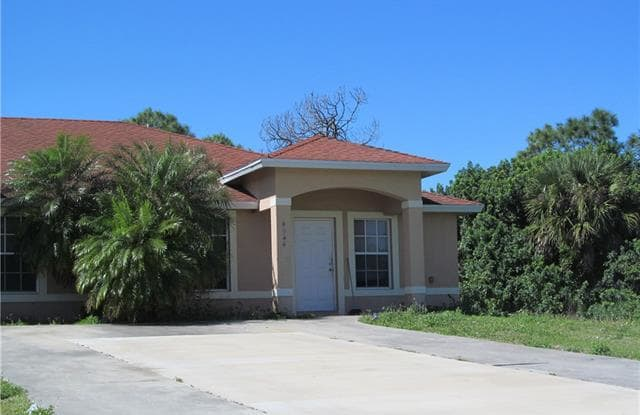 4944 Golfview BLVD - 4944 Golfview Blvd, Lehigh Acres, FL 33973