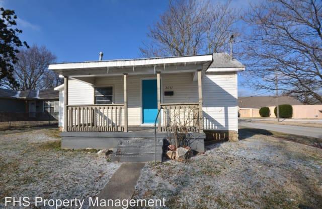 2057 N Travis Avenue - 2057 North Travis Avenue, Springfield, MO 65803