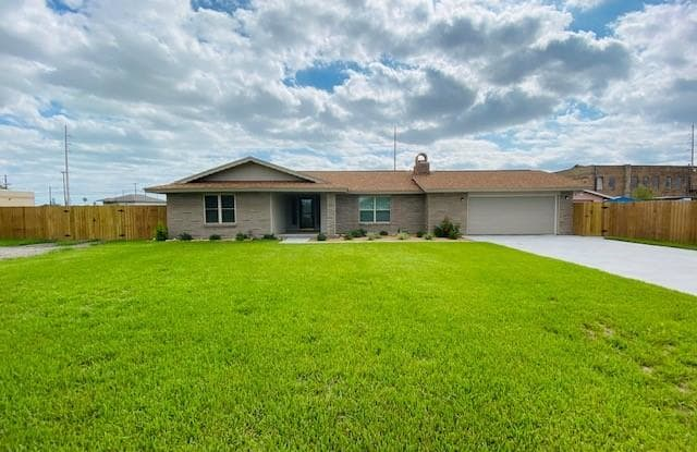111 5th St - 111 5th Street, Gregory, TX 78359