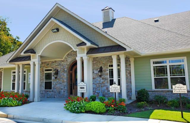 District at Phenix City - 2698 College Dr, Phenix City, AL 36869