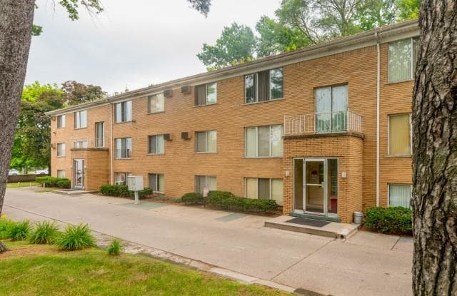 Lakeshore Pointe Apartments - 50980 Jefferson Avenue, New Baltimore, MI 48047