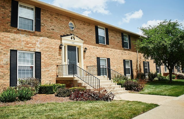 Ashmore Trace Apartments of Greenwood - 902 Wallington Cir, Greenwood, IN 46143