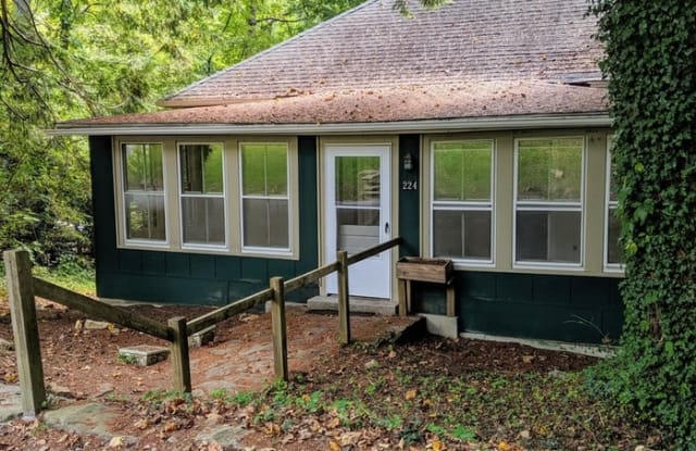 224 Tennessee Road - 224 Tennessee Road, Montreat, NC 28757