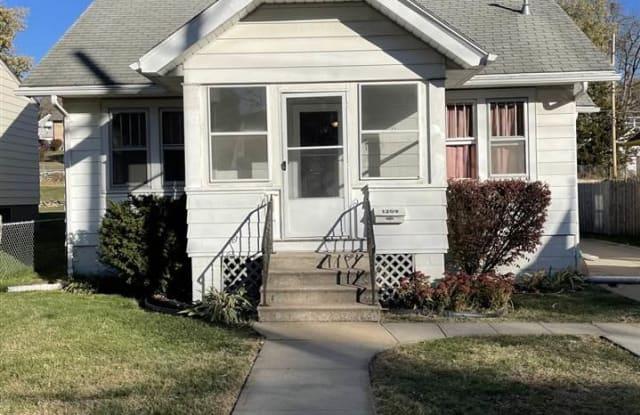 1209 S 55 Street - 1209 S 55th St, Omaha, NE 68106