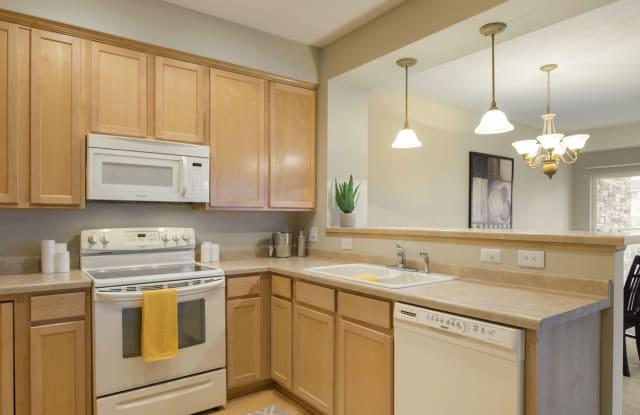 Regency Hill Apartments & Townhomes - 10751 Retreat Ln, Woodbury, MN 55125