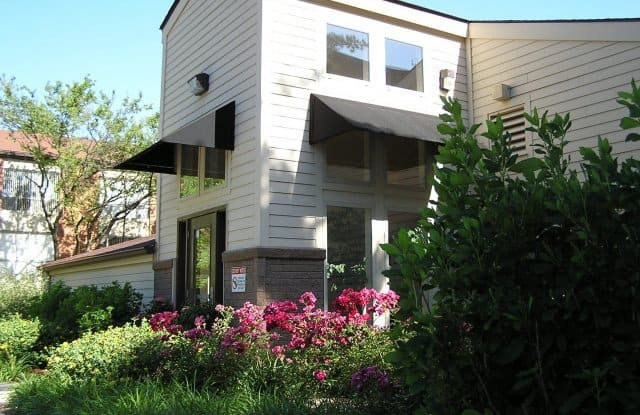 West End Terrace - 4466 Greenwich Ct, St. Louis, MO 63108
