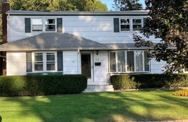 615 Floral Pl - 615 Floral Place, North Babylon, NY 11702