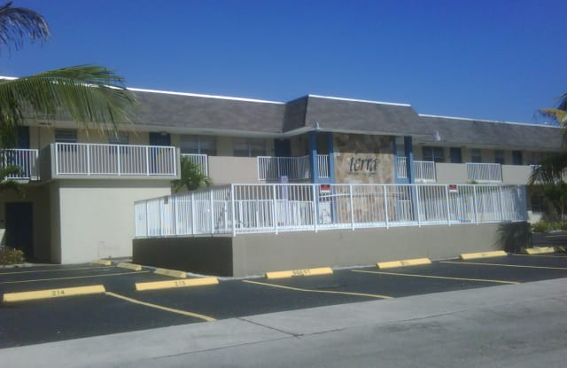 321 NE 1st Court, Apt #212 - 321 NE 1st Ct, Hallandale Beach, FL 33009