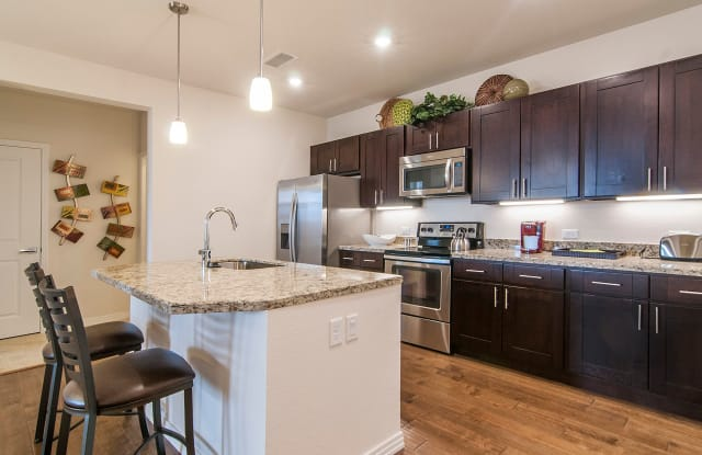Amberley at Inverness - 10450 Spring Green Dr, Englewood, CO 80112