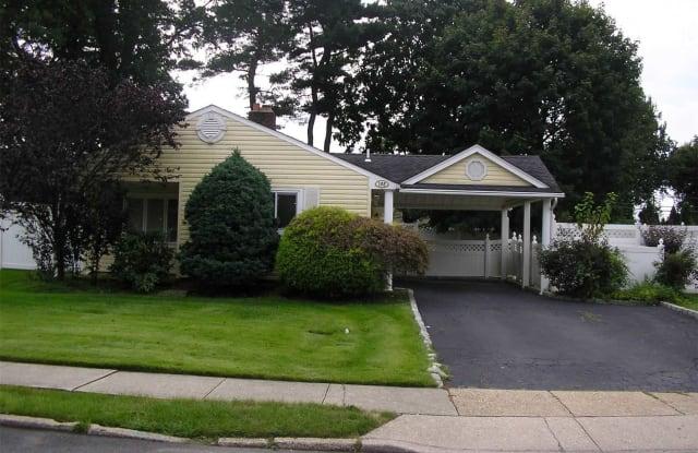 102 Southwood Cir - 102 Southwood Circle, Syosset, NY 11791