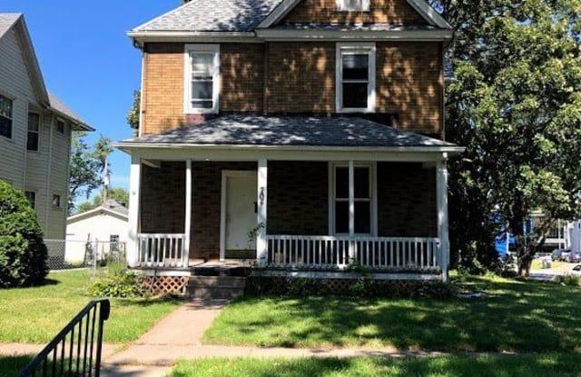 704 W 17th St - 704 West 17th Street, Davenport, IA 52804