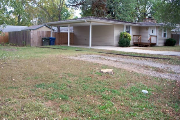 302 Knox Ave. - 302 Knox Avenue, Hollister, MO 65672