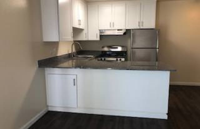 Lakeview Towers - 201 E 12th St, Oakland, CA 94606