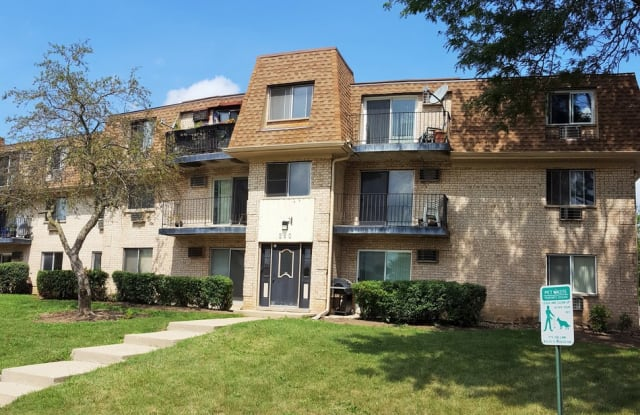 260 Shorewood Drive - 260 Shorewood Drive, Glendale Heights, IL 60139