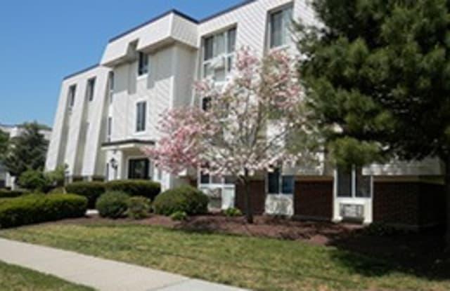 King's Grant Apartments - 12 Fischer Dr, Warwick, RI 02852
