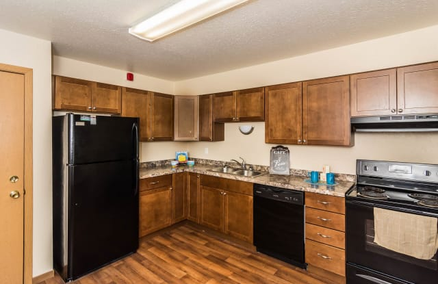 Stanford Court - 3514 11th Avenue North, Grand Forks, ND 58203