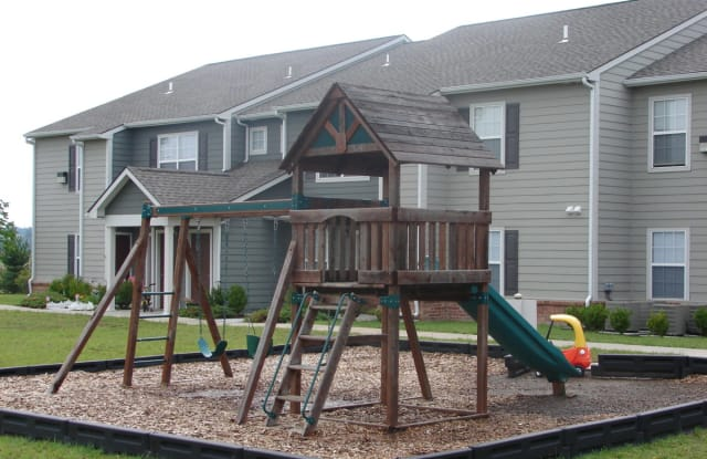 Brookfield Apartment - 1240 E Ford St, Valley Center, KS 67147