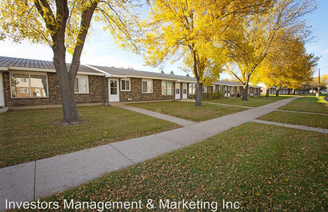 Royal Suites - 2015 8th Street Northwest, Minot, ND 58703