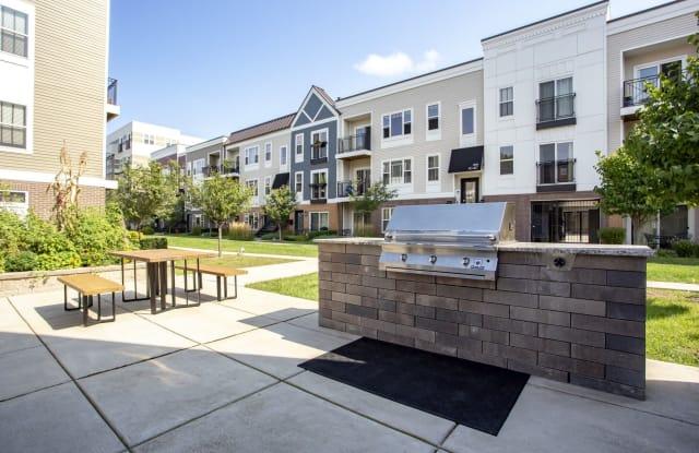 Ravenswood Terrace - 1801 W Argyle St, Chicago, IL 60640
