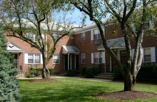 Briarwood Commons - 572 Main St, Hackensack, NJ 07601