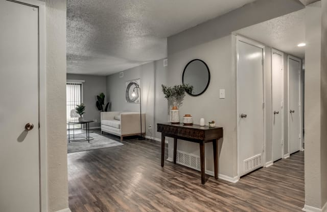 View High Lake Apartments - 10611 E 98th Ter, Kansas City, MO 64134