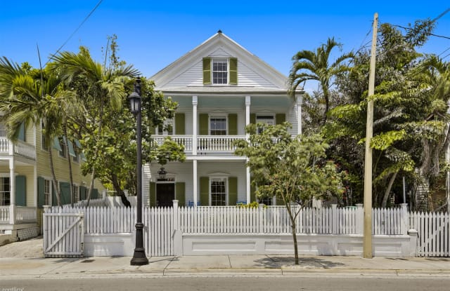 Lighthouse Villa - 921 Whitehead Street, Key West, FL 33040