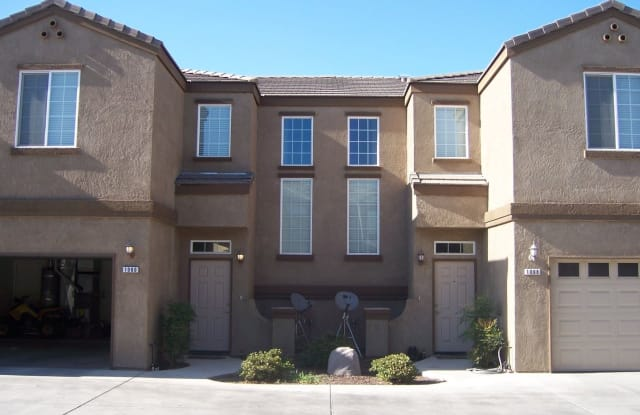1199 Goble Court - 1199 Goble Court, Tulare, CA 93274
