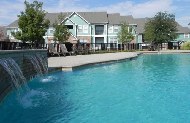 Villas by the Park - 2450 E Berry St South, Fort Worth, TX 76116