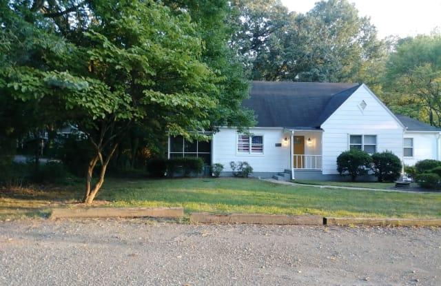 948 Palm Dr - 948 Palm Drive, Winston-Salem, NC 27106