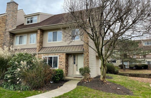 214 CARRIAGE COURT - 214 Carriage Court, Chesterbrook, PA 19087