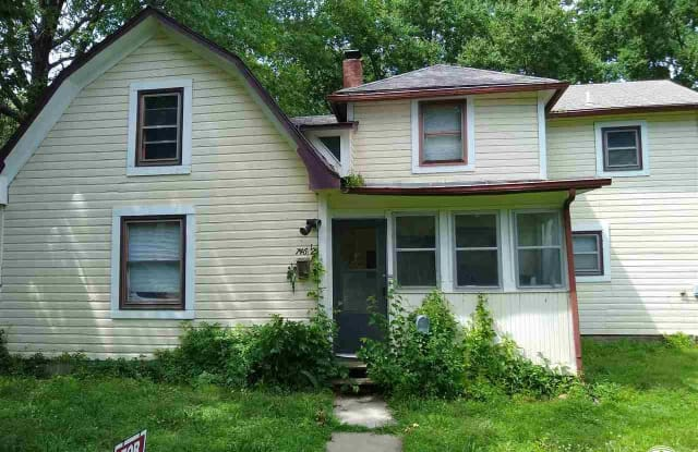746 Missouri - 746 Missouri Street, Lawrence, KS 66044