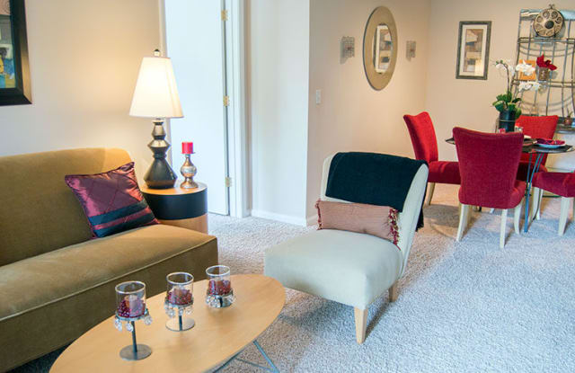 Glenwood Vista Apartment Homes - 10 Glenwood Way, Stockbridge, GA 30281