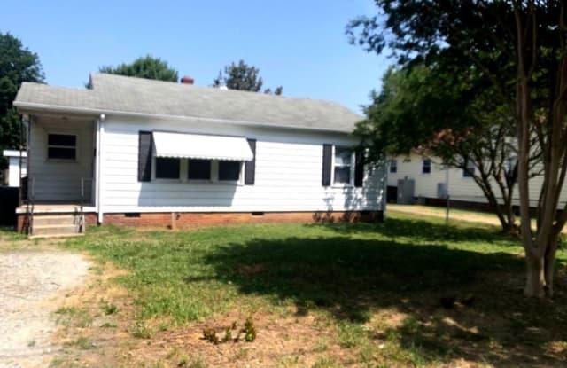 315 Williamson AVE - 315 Williamson St, Burlington, NC 27215