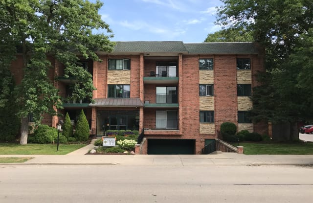 800 E Henry Clay - 800 East Henry Clay Street, Whitefish Bay, WI 53217