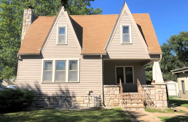 1420 Poyntz Ave - 1420 Poyntz Avenue, Manhattan, KS 66502