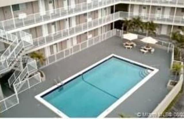 6580 Santona St - 6580 Santona Street, Coral Gables, FL 33146