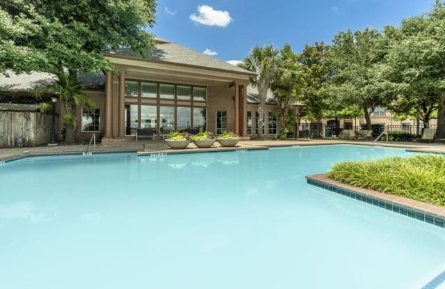 Blue Lake Villas - 155 Lakeside Dr, Waxahachie, TX 75165
