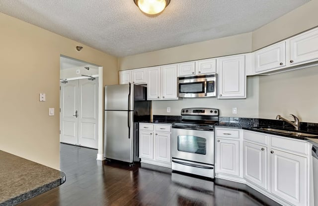 Calhoun Beach Club Apartments - 2900 Thomas Ave S, Minneapolis, MN 55416