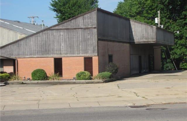 319 North Main St - 319 North Main Street, Columbiana, OH 44408