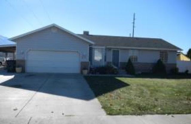 949 W 1800 N - 949 West 1800 North Street, Mapleton, UT 84664