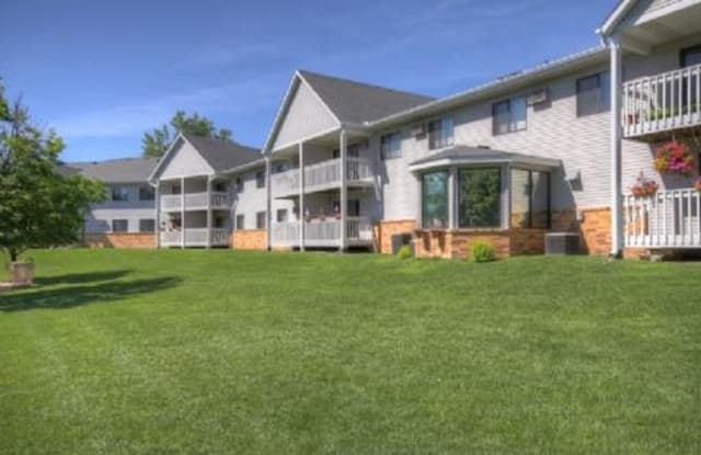 Victoria Place - 2250 Victoria St N, Roseville, MN 55113