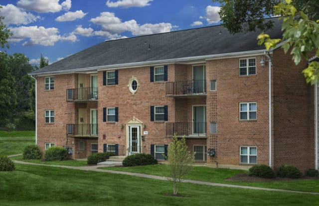 Dunhill North Apartments - 7910 Dunhill Village Cir, Baltimore, MD 21244