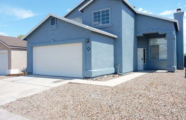 4313 W Bunk House Road - 4313 West Bunk House Road, Casas Adobes, AZ 85741