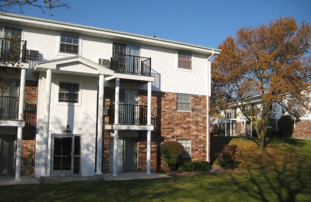 Mission Hills Apartments - 7755 S Scepter Dr, Franklin, WI 53132